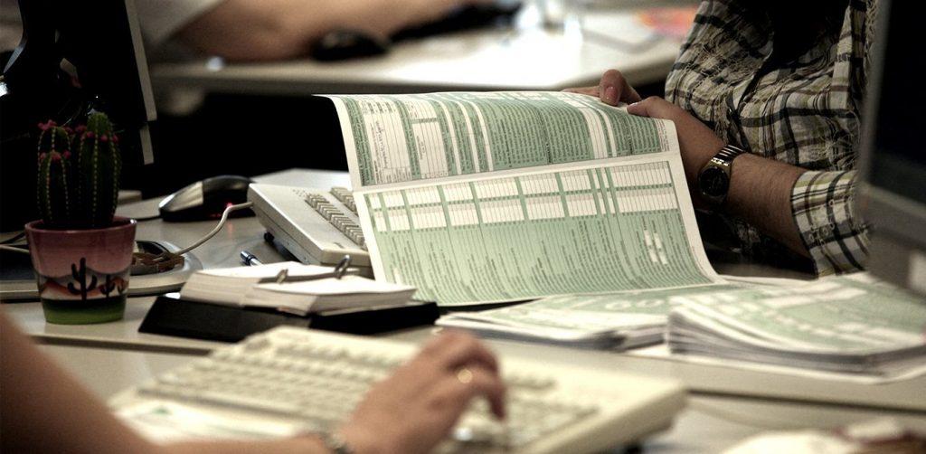Λήγει τα μεσάνυχτα η προθεσμία υποβολής φορολογικών δηλώσεων