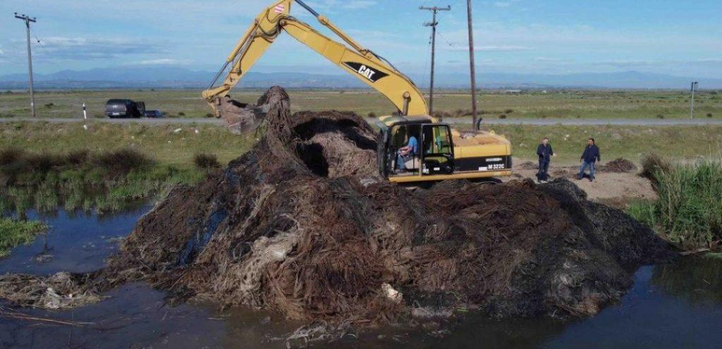 ΠΚΜ | 400 πλαστικά βαρέλια και 15 τόνοι πλαστικά δίκτυα απομακρύνθηκαν από το βυθό