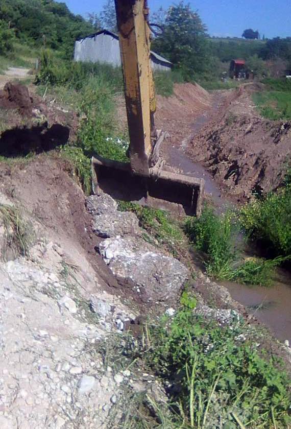 Π.Ε. Πιερίας | Καθαρισμός ρέματος στην Κονταριώτισσα
