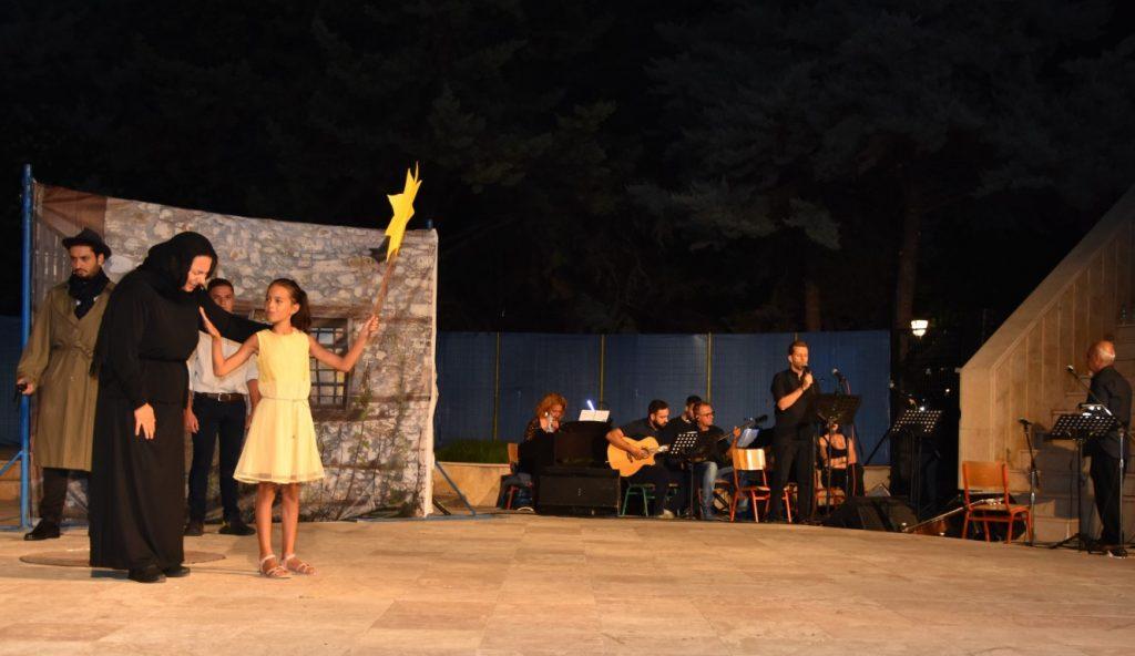 Με «το τραγούδι του νεκρού αδελφού», η Κατερίνη αποχαιρέτισε τον Μίκη Θεοδωράκη