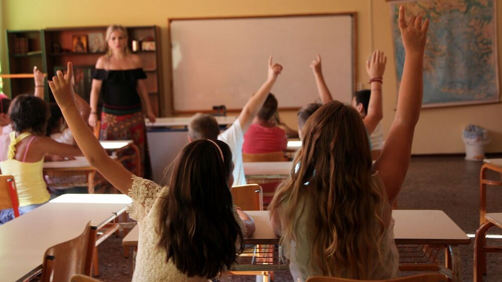 """""""Εφιαλτικές"""" προβλέψεις για το άνοιγμα των σχολείων: Θα μολυνθεί με κορονοϊό το 30% των μαθητών"""