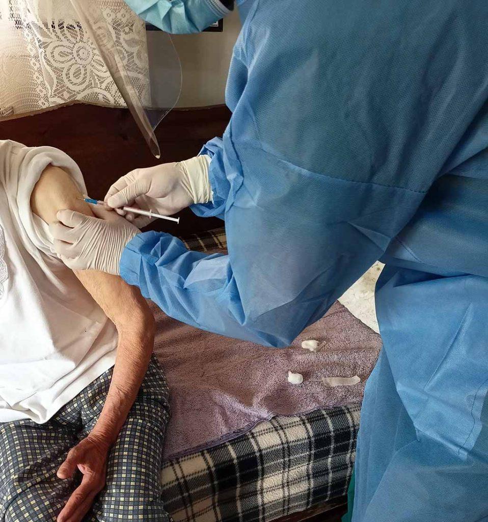 Συνεχίζονται οι κατ΄ οίκον εμβολιασμοί στο δήμο Πύδνας-Κολινδρού