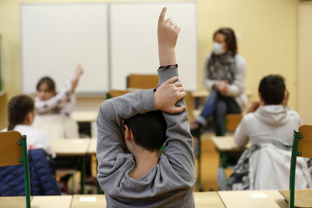 Σχολεία | Αλλαγή πρωτοκόλλων - Μάσκες και τεστ παντού