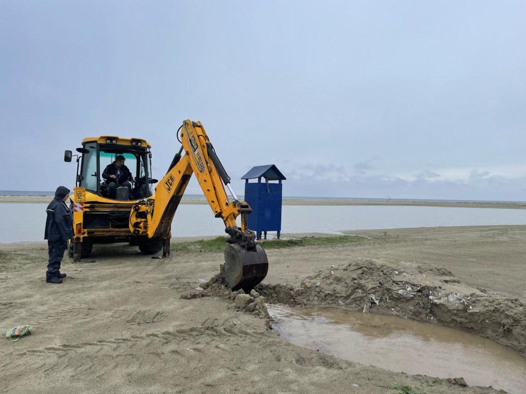 Δήμος Κατερίνης   Στο παραλιακό μέτωπο επιχειρούν μηχανήματα της τεχνικής υπηρεσίας
