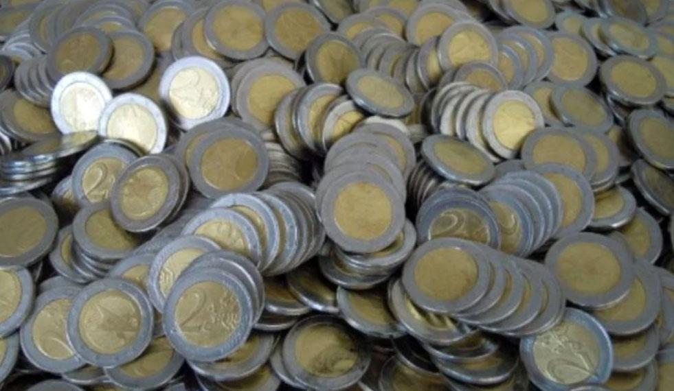Γέμισε με πλαστά κέρματα των 2 ευρώ η αγορά